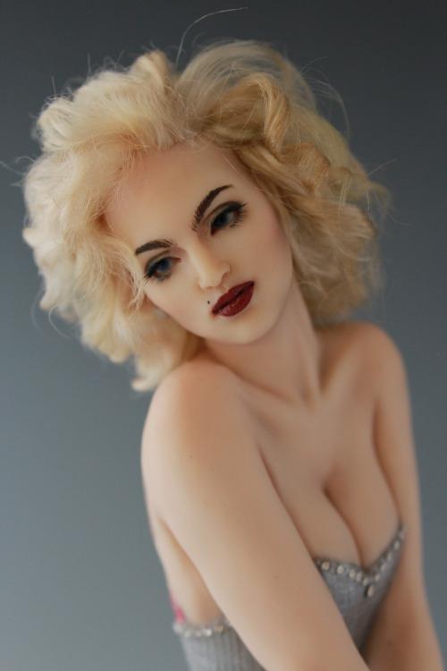 Marilynesk Image 24